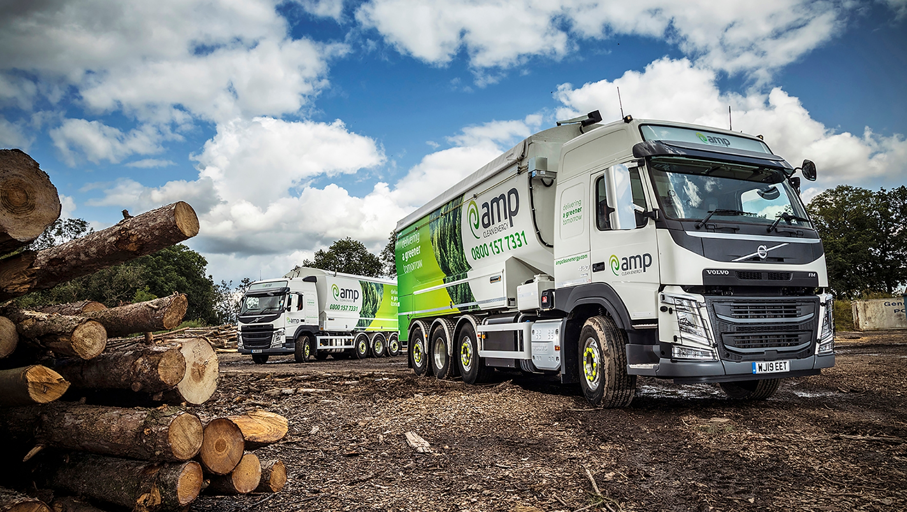 AMP Clean Energy has put two new Volvo FM 8x2 Tridem 32-tonne rigids into operation, fitted with the first UK-supplied, Transmanut 31 cubic metre bulk transport bodies featuring dust extraction equipment.